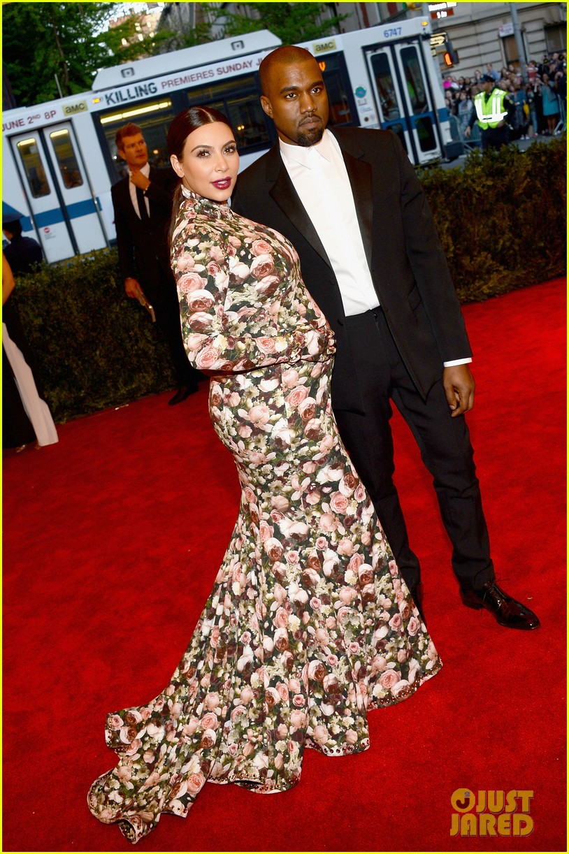 kim-kardashian-kanye-west-met-ball-2013-red-carpet-05