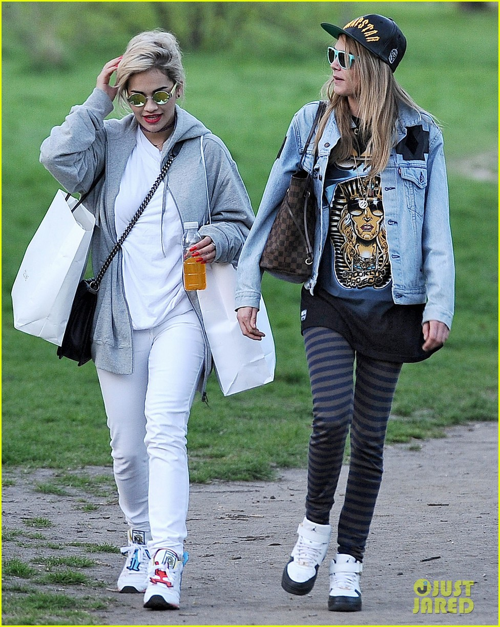 rita-ora-launches-collection-hangs-with-cara-delevingne-03