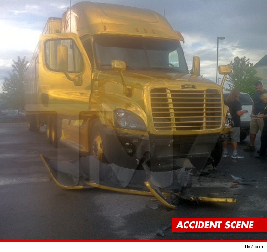 0809-katy-perry-truck-article-accident-tmz-7
