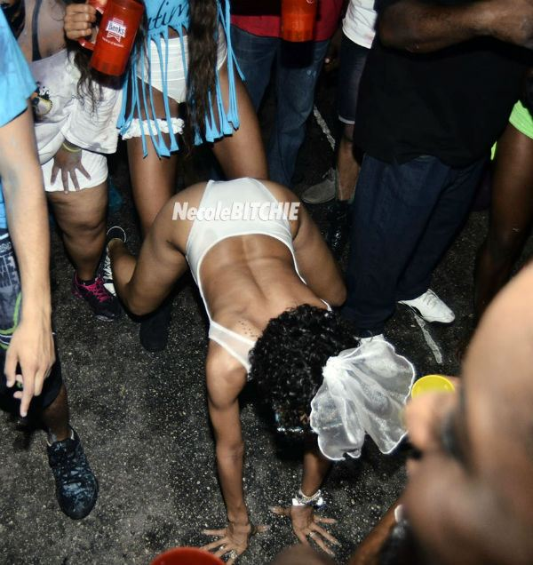 Rihanna-twerking-it-at-Carnival
