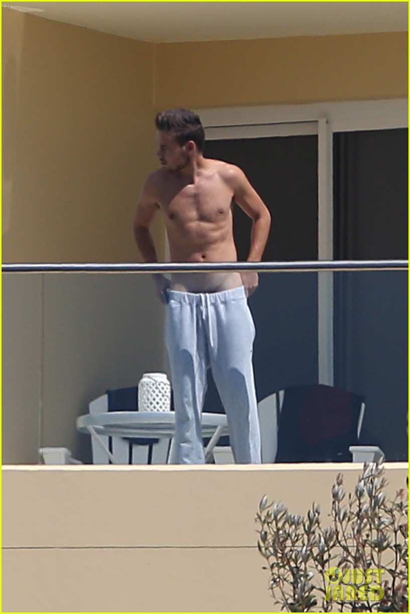 Fans break into Liam Payne of One Direction's hotel room at Jonah's Boutique Hotel in Sydney