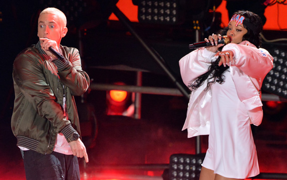 rihanna-eminem-mtv-movie-awards-performance-2014