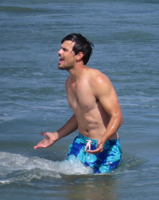 taylor lautner sexy naked sea