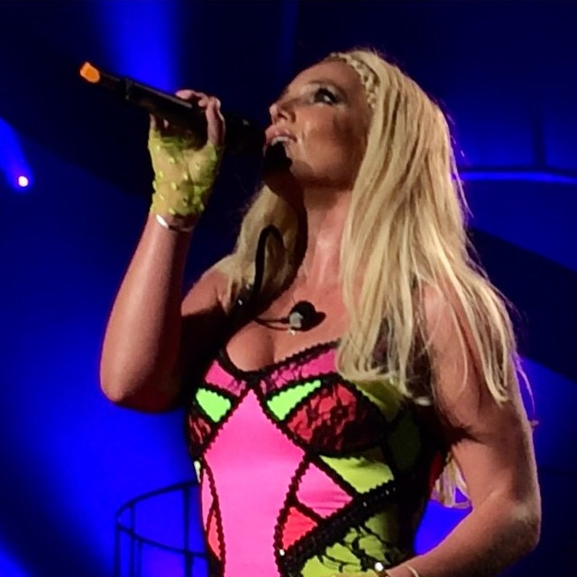 britney crying tears piange lacrime david piece of me las vegas
