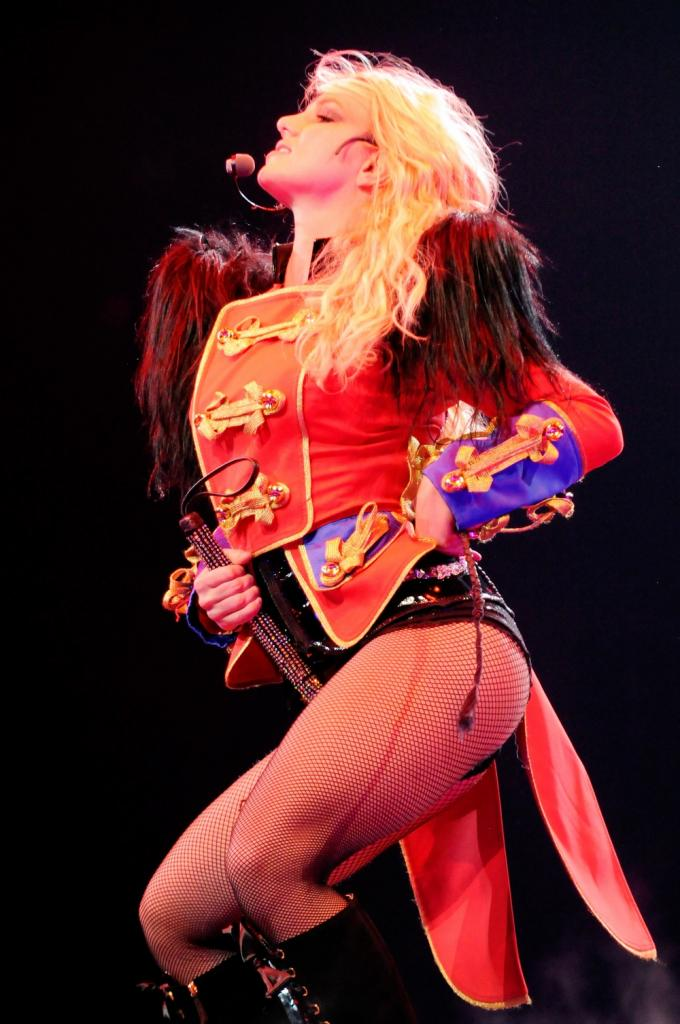 britney-spears-circus-tour-2