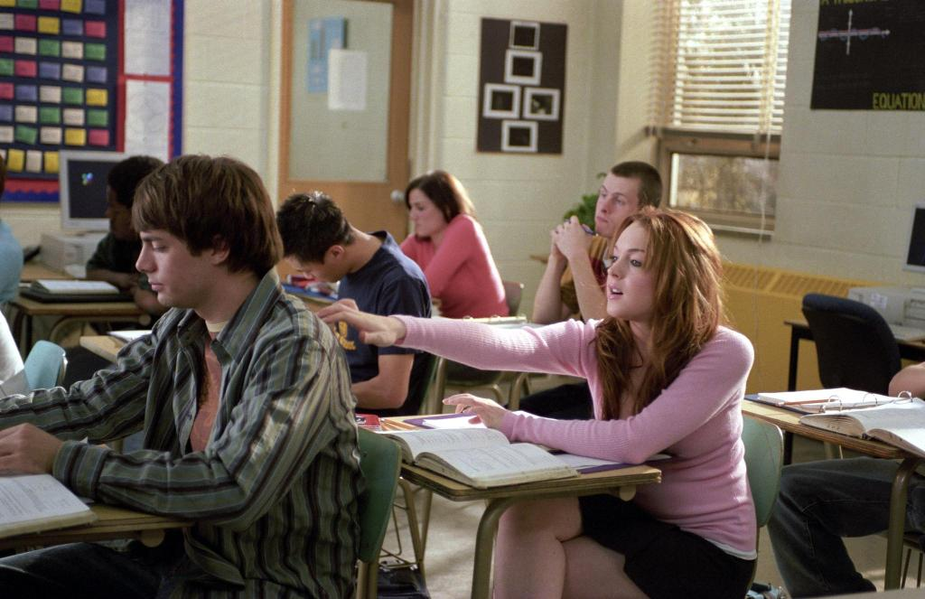 still-of-lindsay-lohan-and-jonathan-bennett-in-mean-girls-(2004)