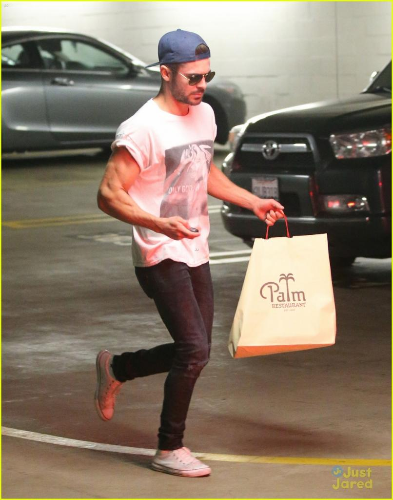 zac-efron-should-always-roll-up-his-shirt-sleeves-like-this-12