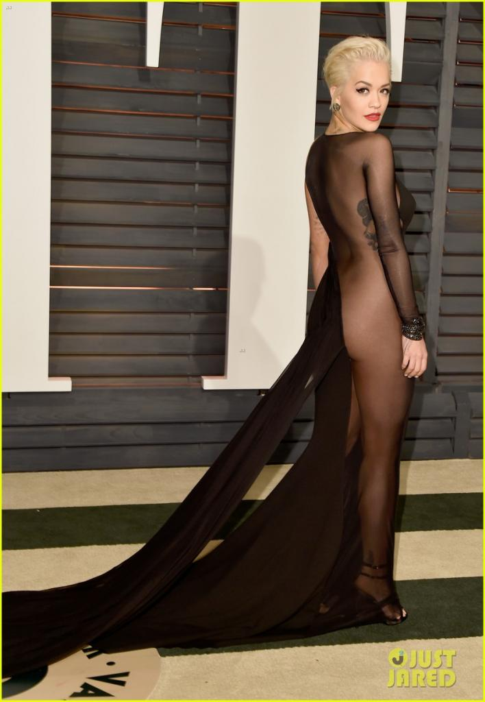rita-ora-bares-her-booty-at-vanity-fair-oscar-party-2015-01