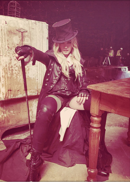 holding-madonna-video-look