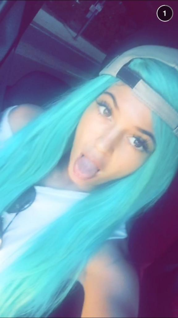 kylie-jenner-blue-hair-snap-chat