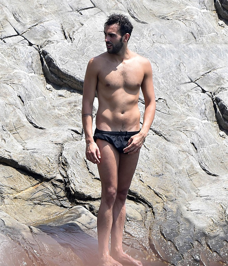 Marco Mengoni mare