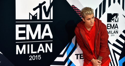 justin-bieber---mtv-emas-2015-red-carpet-1445799917-large-article-0