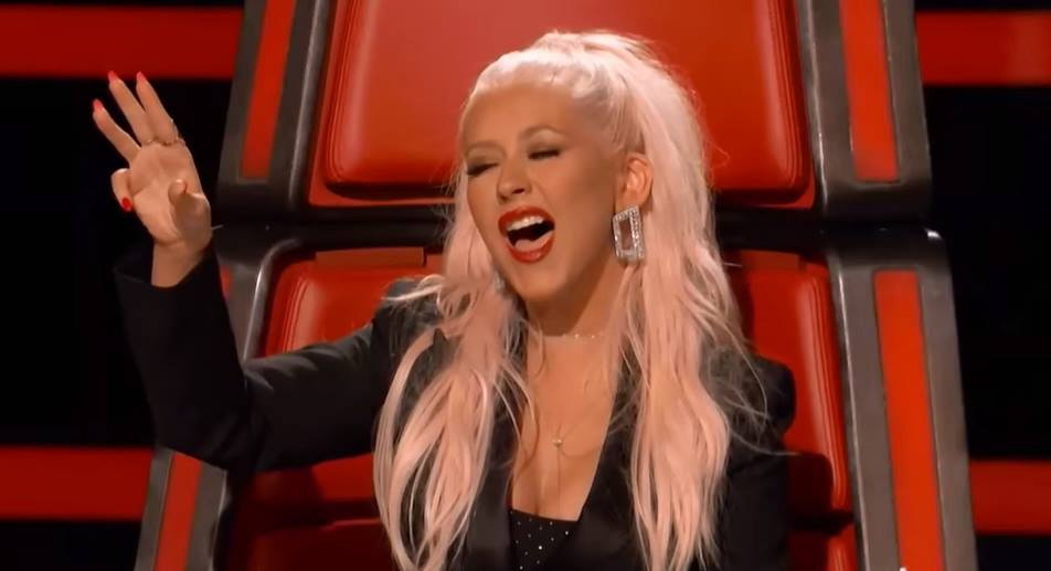 christina-aguilera-the-voice-sings
