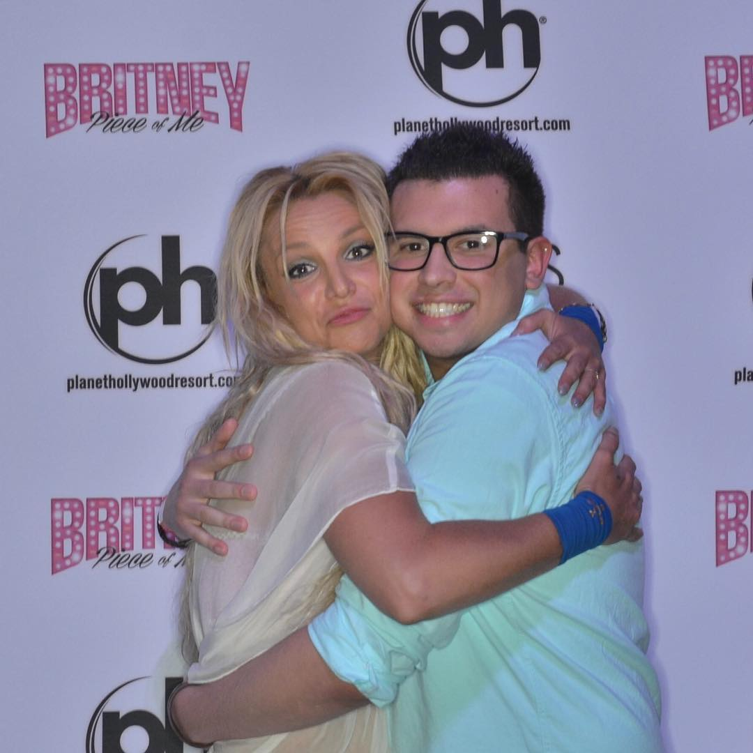 Fan base britney spears page 2861 base atrl britney spears meet and greet hugs fang kristyandbryce Choice Image