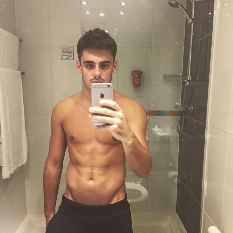 chris-mears-bathroom-selfie-hot