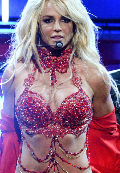 britney-spears-live-medley-hot-body-muscles-video
