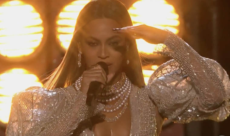 beyonce-country-music-awards-video